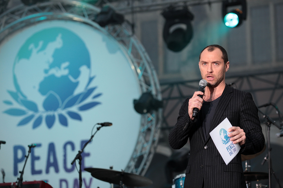 PEACE ONE DAY CONCERT – JUDE LAW